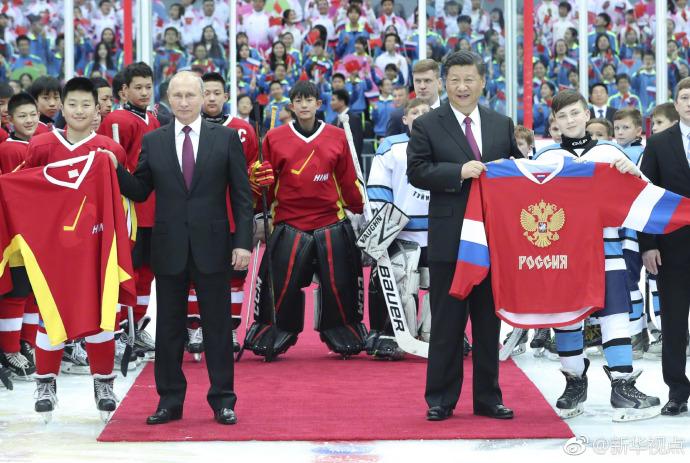 Xi, Putin watch youth ice hockey friendly match