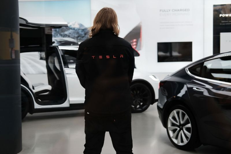Tesla cutting 9% of staff; layoffs not to affect Model 3 production