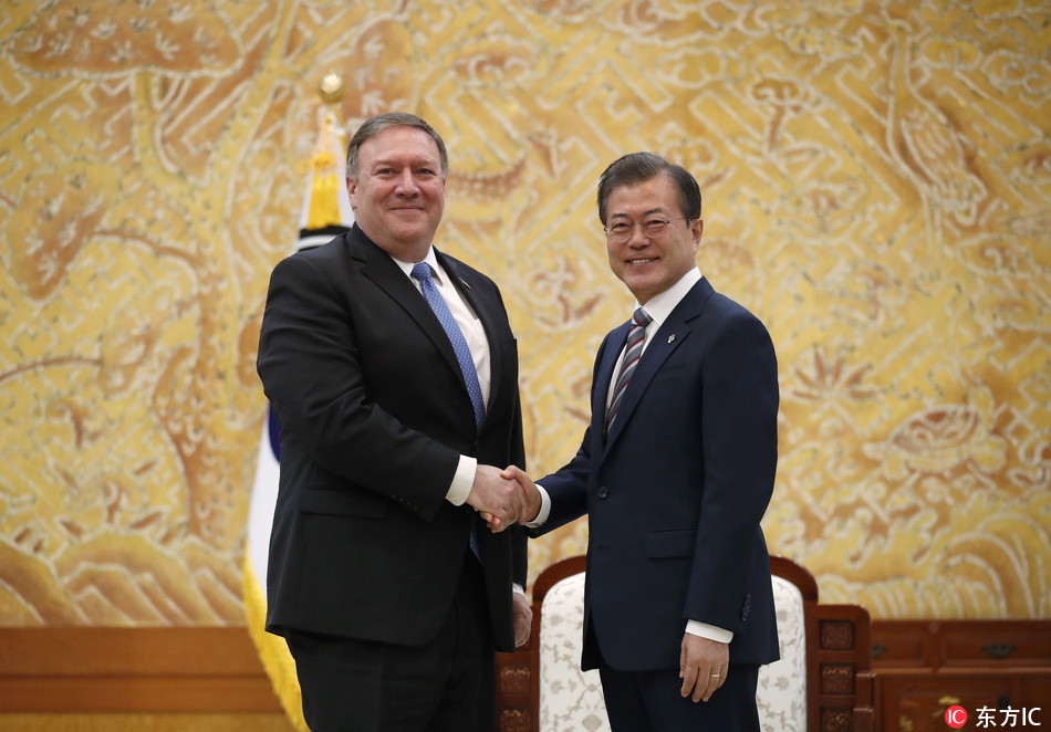 U.S. Secretary of State Mike Pompeo, left, poses with South Korean President Moon Jae-in for a . during a bilateral meeting at the presidential Blue House in Seoul, South Korea Thursday, June 14, 2018. [Photo: IC]