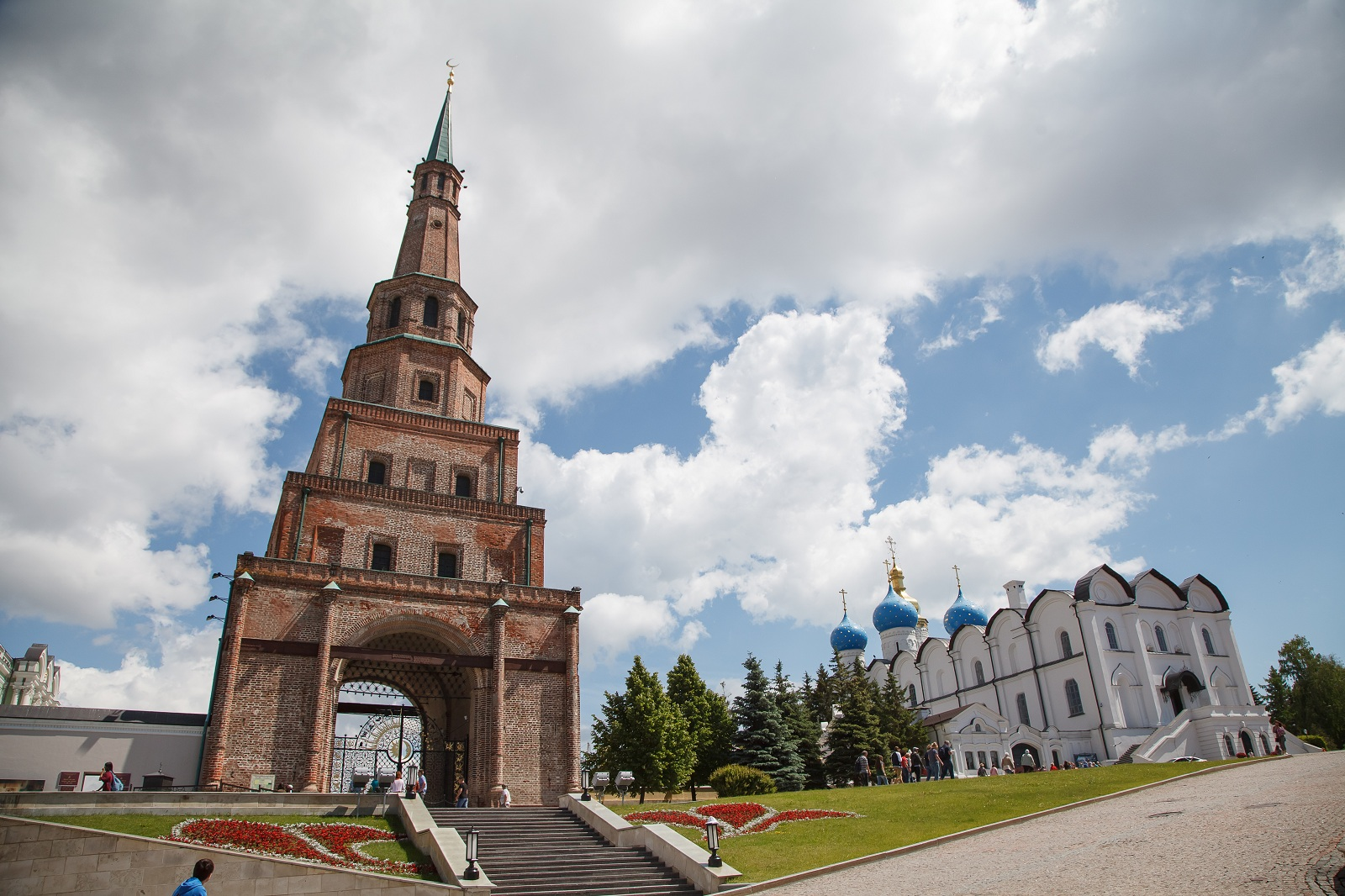 Söyembikä_Tower_The_Watchtower_is_the_architectural_symbol_of_Kazan_One_of_the_so-called_leaning_towers_Its_height_is_58_metres.jpg