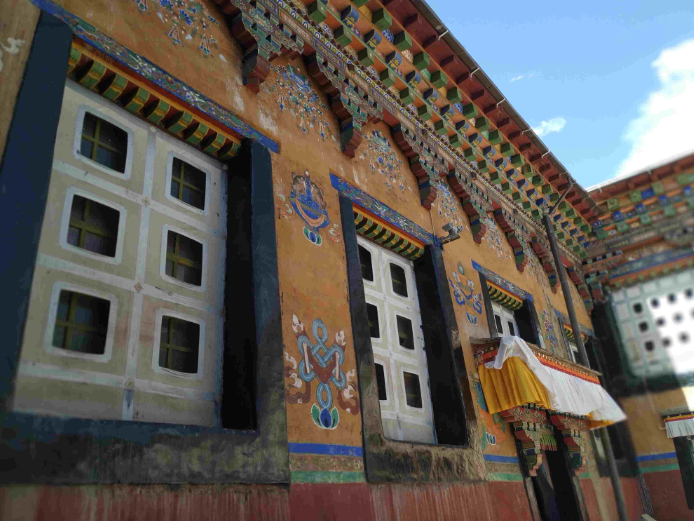 Turning back the hands of time at Sakya Monastery in SW China's Tibet