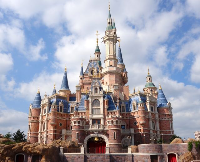 Shanghai Disneyland in uproar after refusing child ticket to 10-year-old