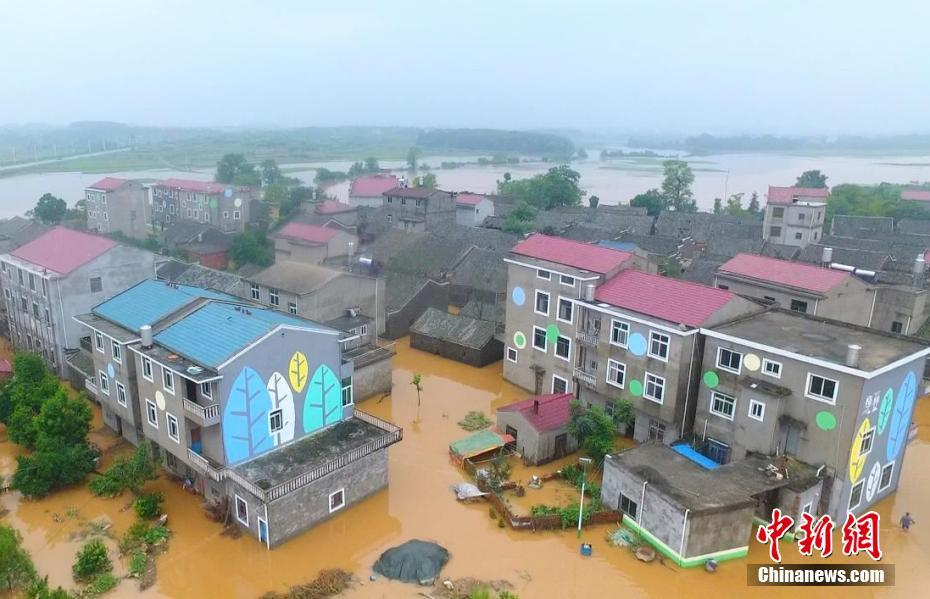 Rain-triggered flooding forces evacuations, disrupts traffic in Jiangxi