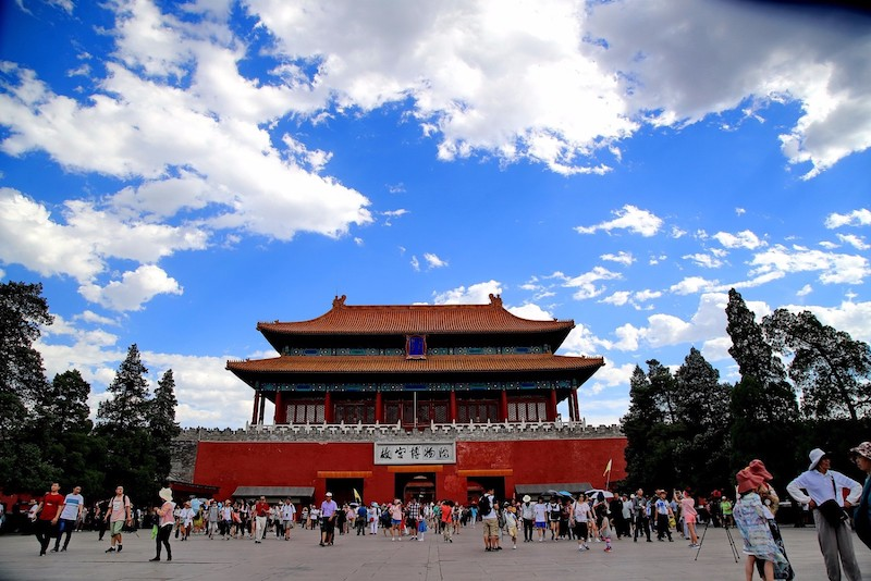 Beijing sees delightful blue sky and fleecy white clouds