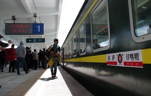 China improves Qinghai-Tibet railway, moves to benefit China-Nepal trade