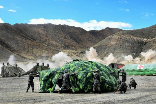 PLA holds high-altitude drill on plateau in Tibet