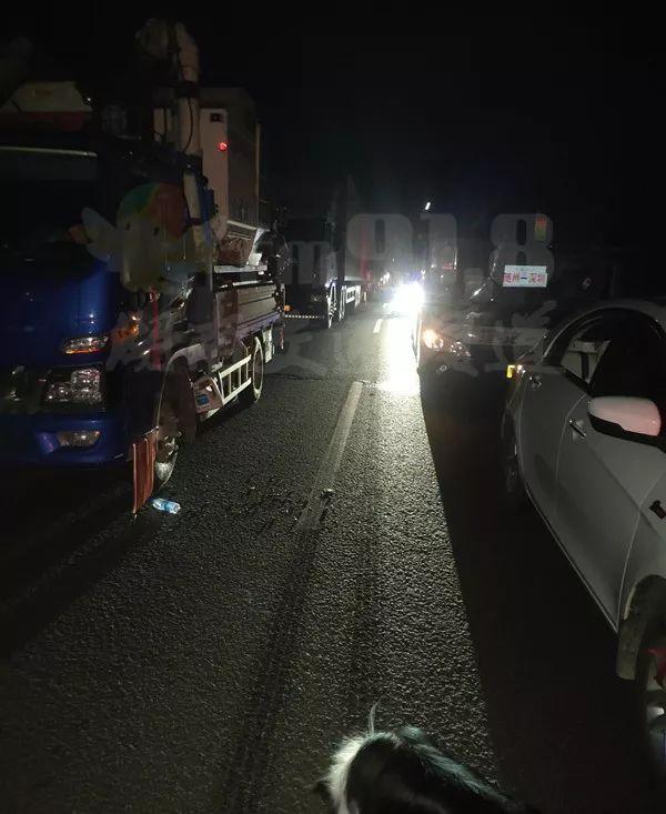 Coach-truck collision kills 10 in central China
