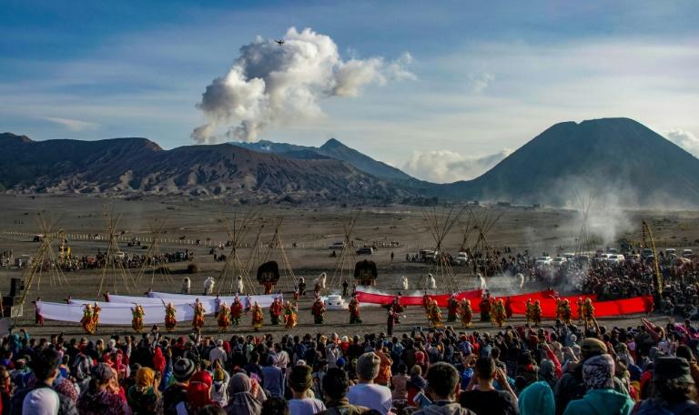 Ritual sacrifice draws crowds to Indonesia volcano