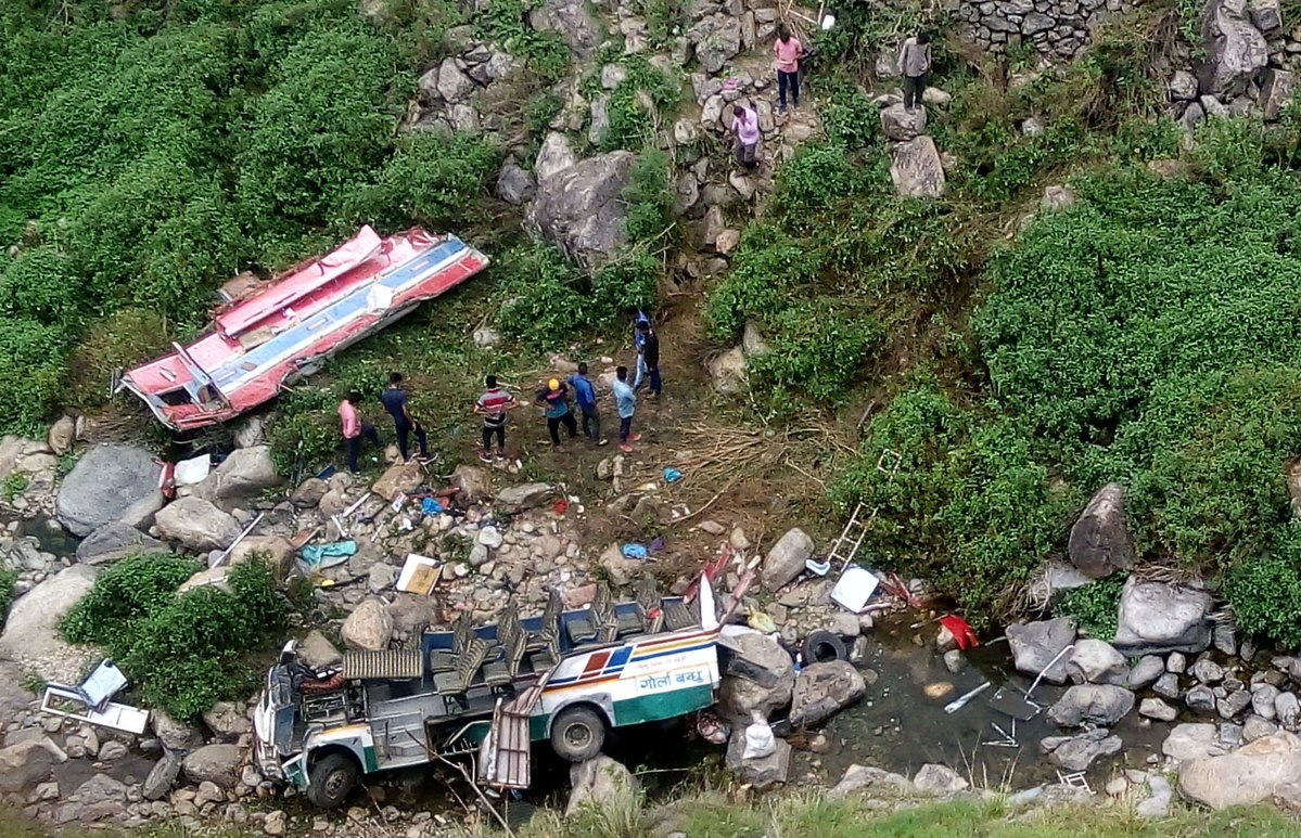 47 die after bus plunges into deep gorge in northern India