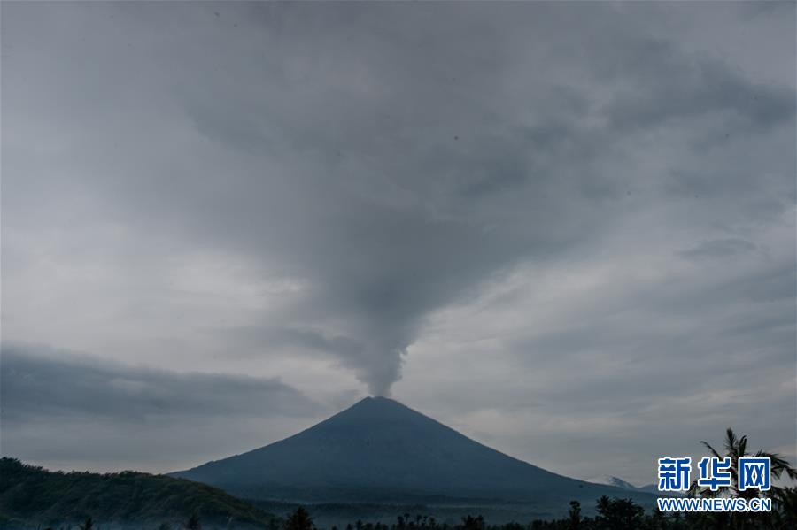 Bali volcano hurls lava in new eruption