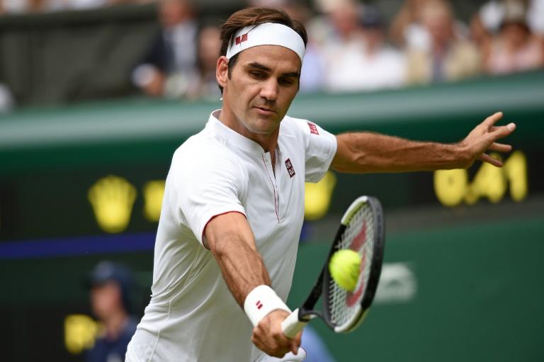 Flawless Federer gives Wimbledon masterclass, Venus hits back