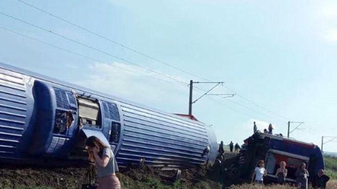 10 killed, dozens injured in Turkey train derailment