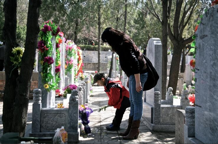 East China's Jiangxi Province bans burials, promotes cremation