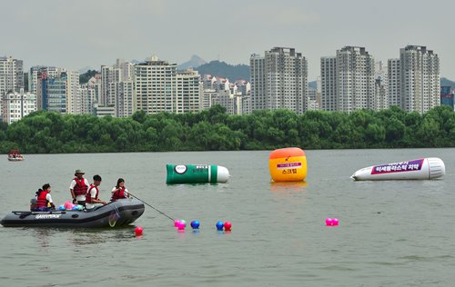 Ubiquitous microplastics have now infiltrated lakes and rivers, Chinese researchers discover