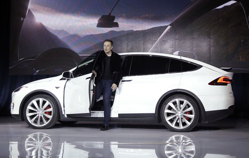 Tesla stock skids on report it asked suppliers for refunds