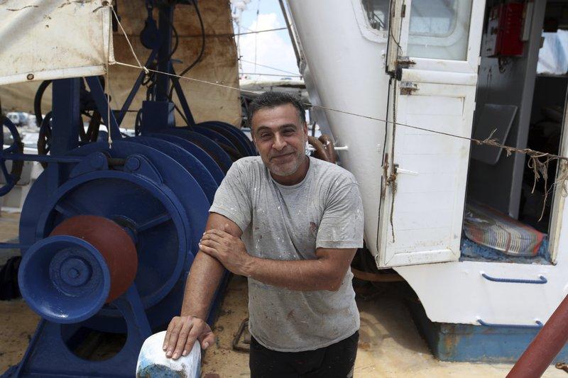 Fisherman: 'Chaos' as kids, elderly escaped Greek fire