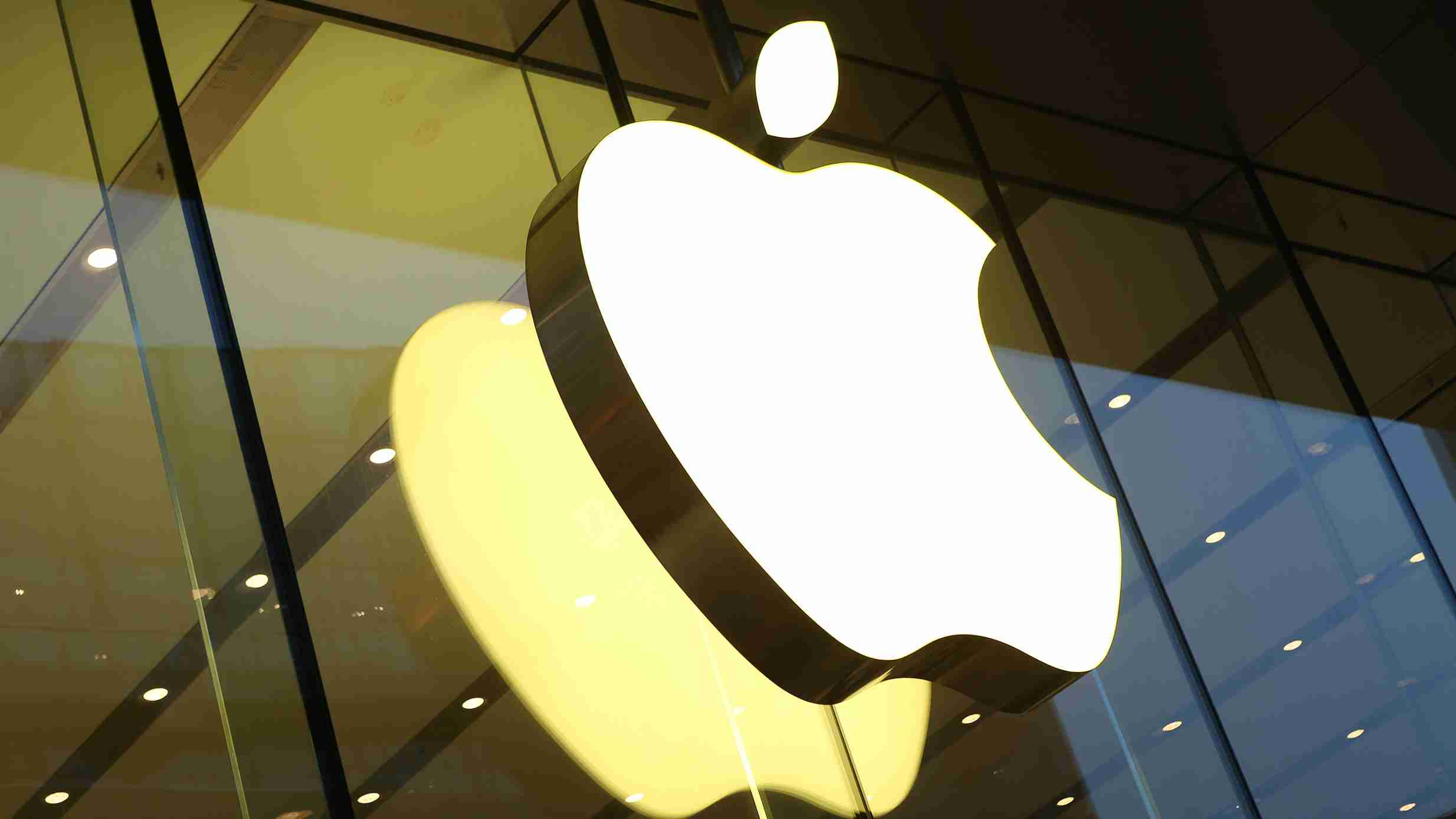 Apple worth $1 trillion, market shares eclipsed by Huawei