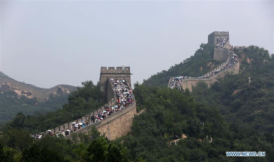 Tourists climb Badaling section of Great Wall in Beijing