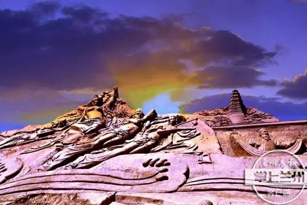Sculptors attempt world record for soil carving near Lanzhou