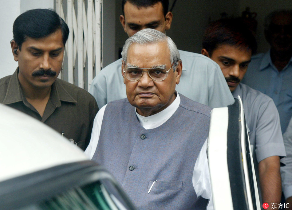 In this Aug. 23, 2004 file photo, senior Bharatiya Janta Party (BJP) leader Atal Bihari Vajpayee, center, leaves after a meeting at the party headquarters in New Delhi, India.[File Photo: IC]