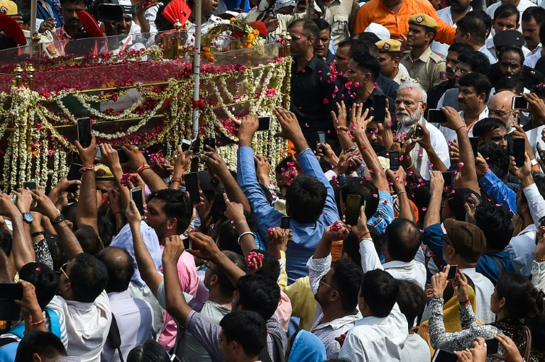 Thousands line streets for funeral of late Indian leader