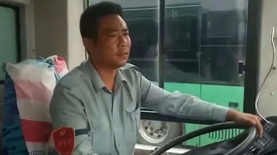 Dating service on wheels: Bus driver helps single passengers tie the knot