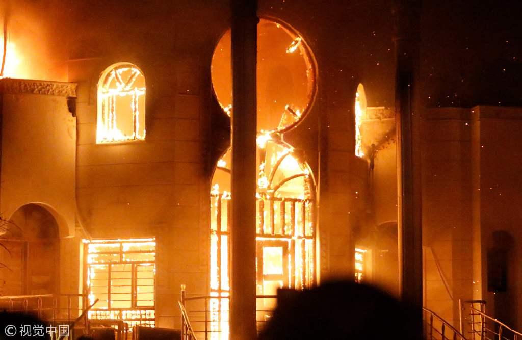 Protesters burn Iranian consulate in Iraq's Basra