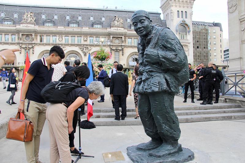 1、图为树立在巴黎里昂火车站广场的一战华工纪念雕像。龚鸣摄_副本.jpg