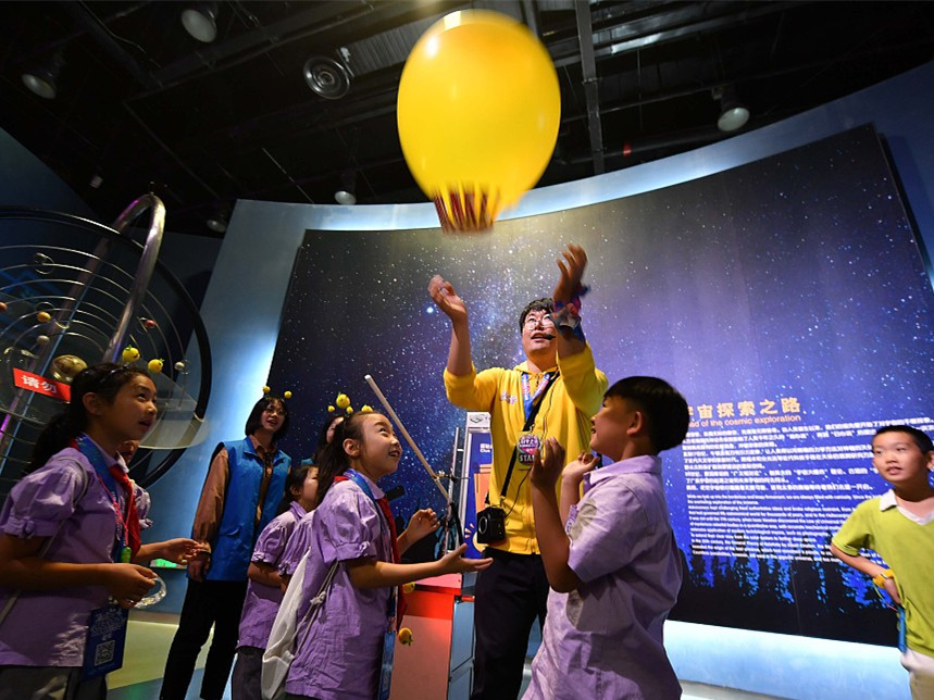 Evening sci-tech exhibition concludes in Beijing