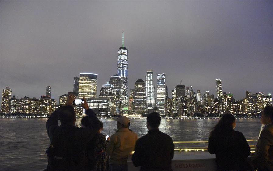 New York Chinese communities cruise around Manhattan to celebrate Mid-Autumn Festival
