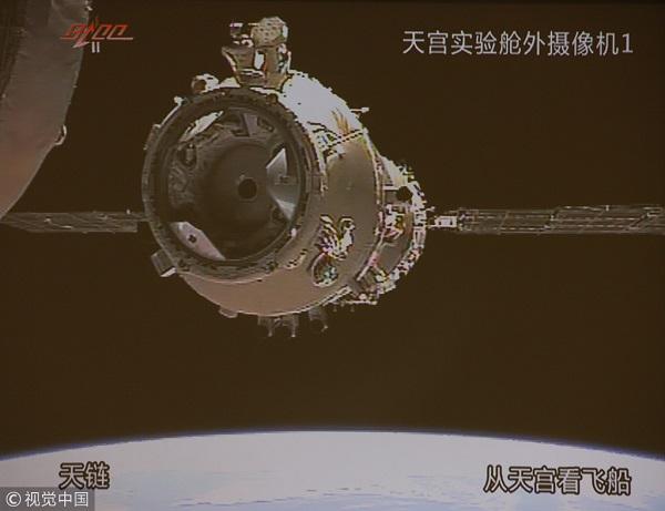 神舟八号飞船与天宫一号第二次对接成功.jpg