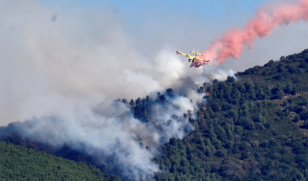 Wildfire in Tuscan countryside forces 700 to flee homes