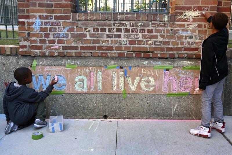 In Chicago, a little art studio bridges a great divide