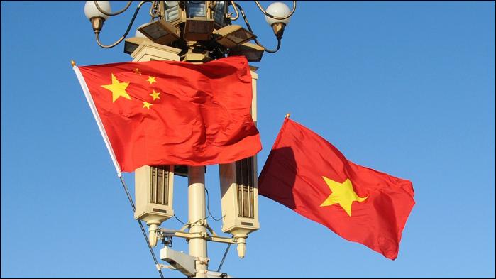 Chinese top legislator visits Vietnamese Embassy to mourn late president