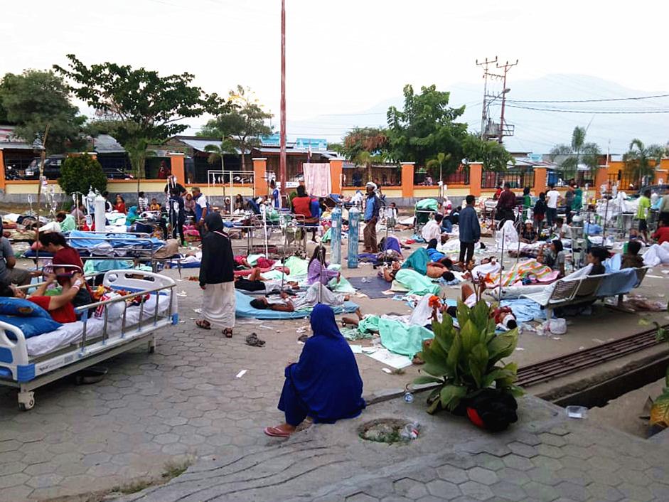 Death toll of Indonesia's quake, tsunami climbs to 384