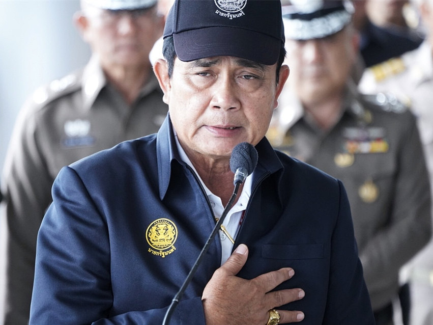"""Thai PM """"sorry"""" for Chinese tourist hit by airport guard in Bangkok"""