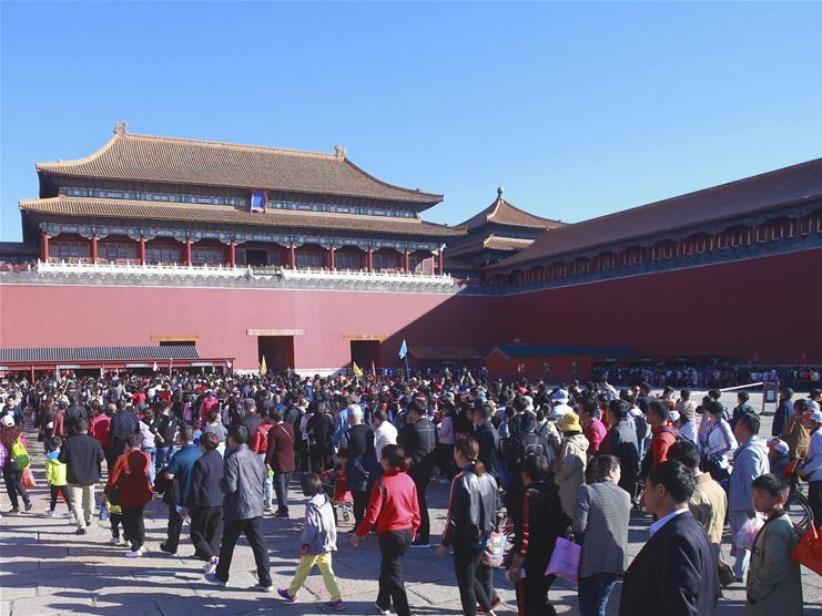 Scenic spots across China witness peak of tourists on 2nd day of National Day holiday