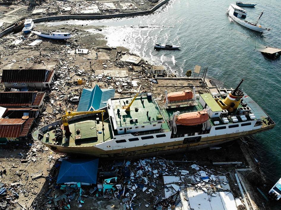 Death toll of Indonesia's quakes, tsunami climbs to 1,407