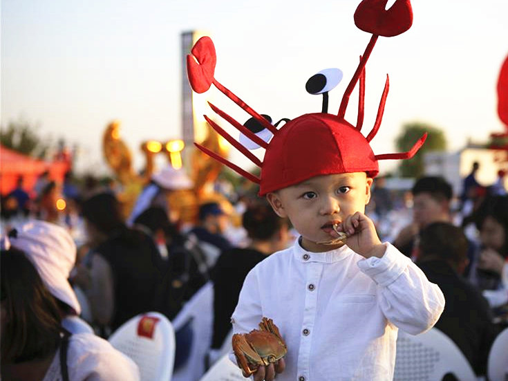 Crab feast held in Jiangsu