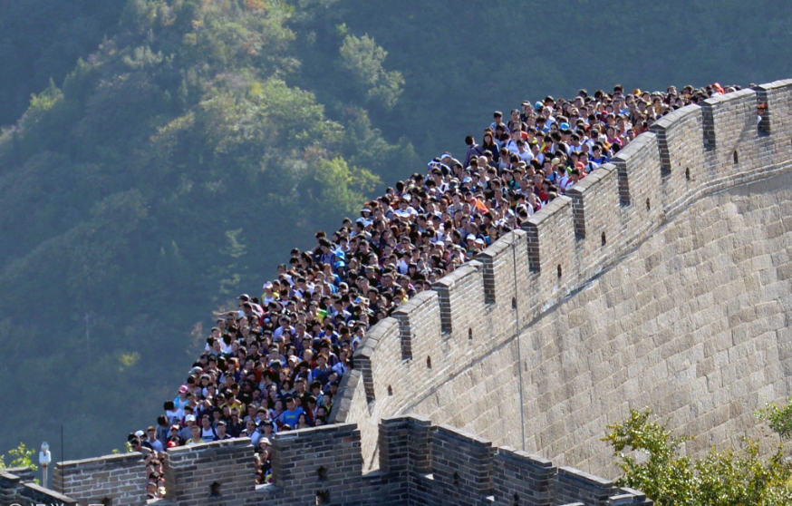 Tourist sites brought to standstill by 'Golden Week' tourist influx