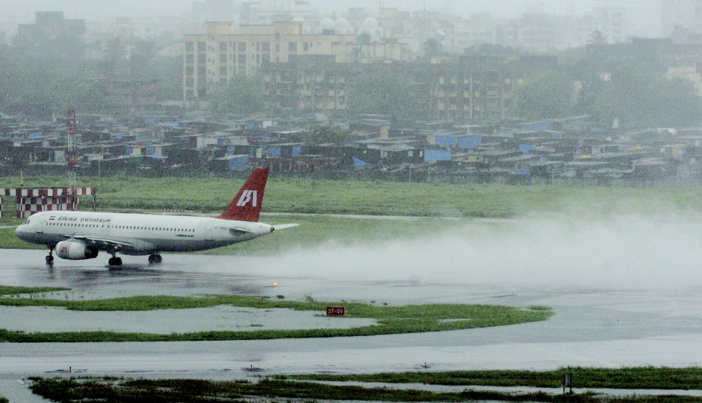 India's two busiest airports to shut down runways for repair
