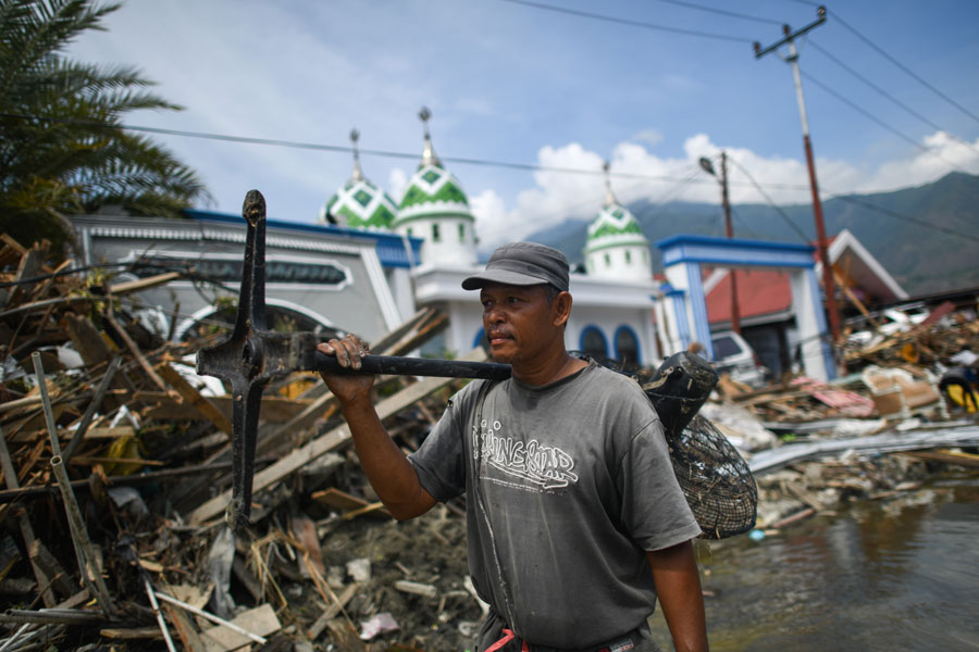 Death toll from Indonesia's quakes, tsunami jumps to 1,424