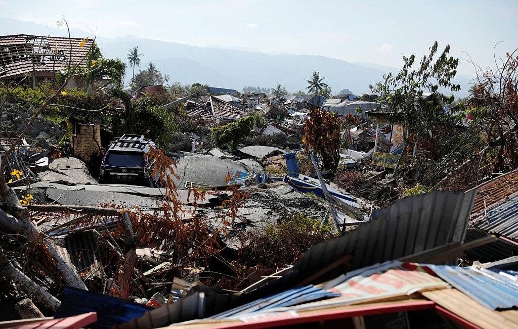 Death toll from Indonesia's quakes, tsunami climbs to 1,571, search mission extended