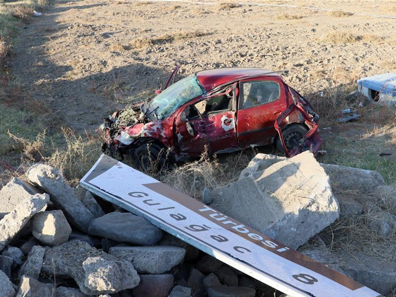 Head-on car collision kills 1 Chinese tourist in central Turkey