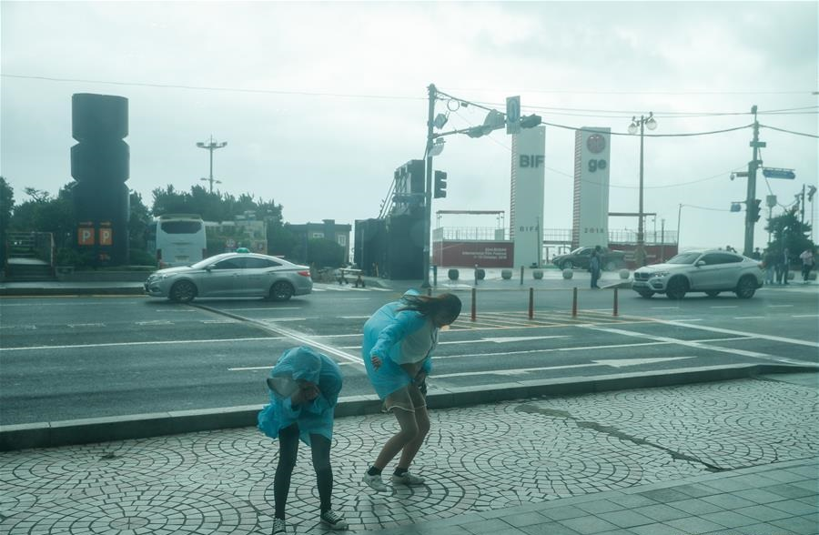 Typhoon Kong-rey lands in South Korea