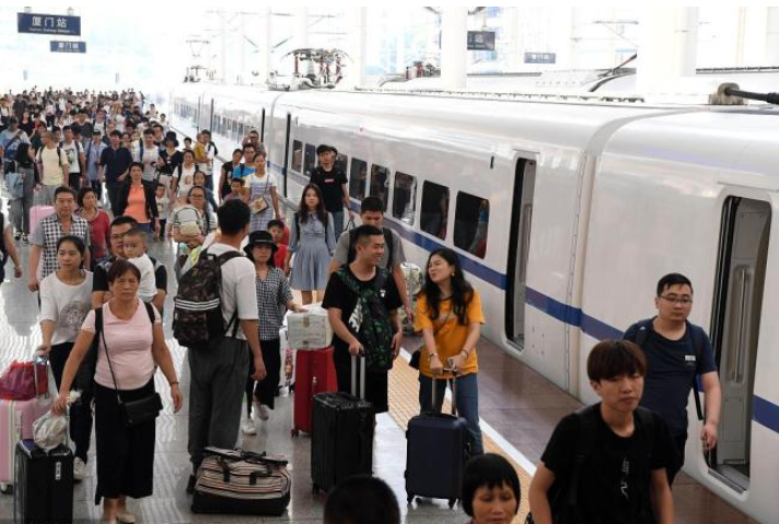 Chinese railways carry more passengers as holiday nears end