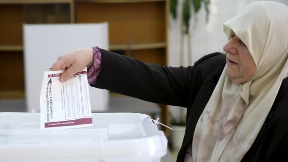 Bosnians vote in polls haunted by nationalist rivalries