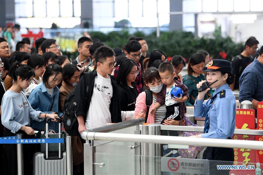 CHINA-NATIONAL DAY HOLIDAY-TRAVEL PEAK (CN)