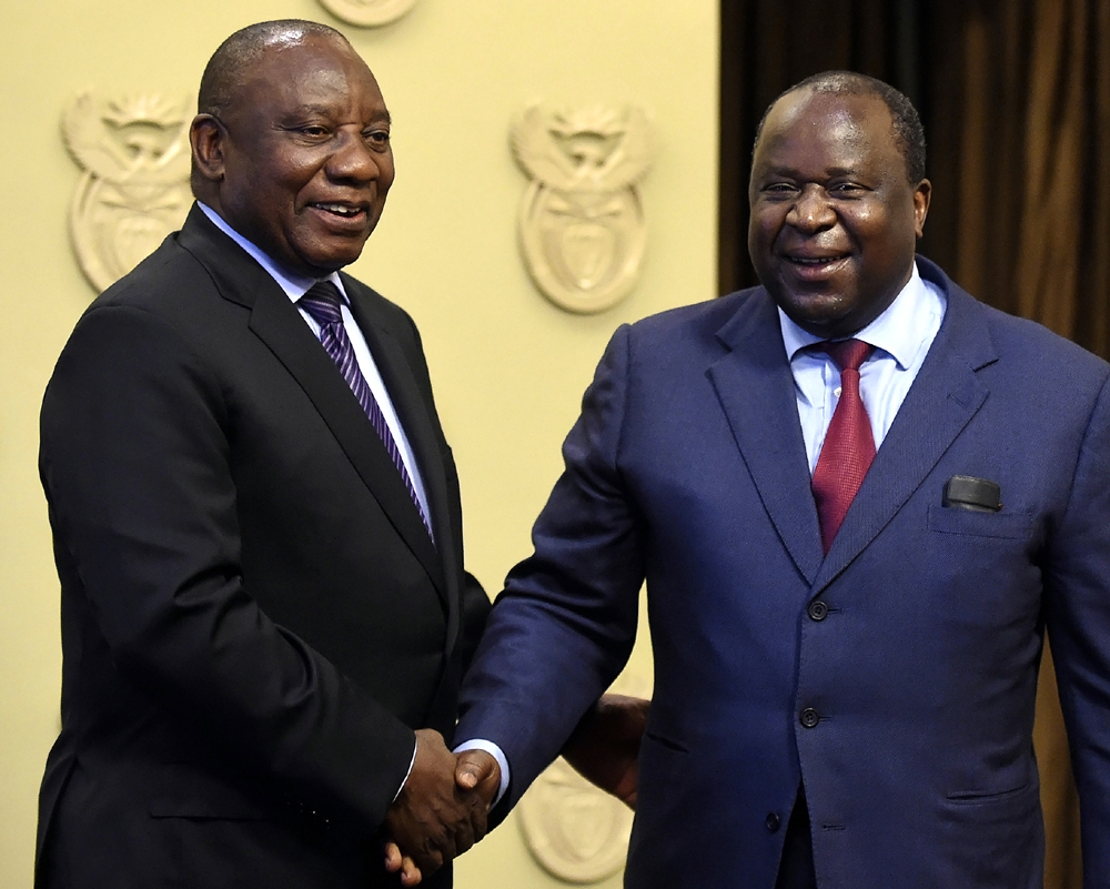 South African President Cyril Ramaphosa, left, shakes hand with newly elected Finance Minister, Tito Mboweni, in Cape Town, South Africa, Oct.9 2018. [Photo: AP]
