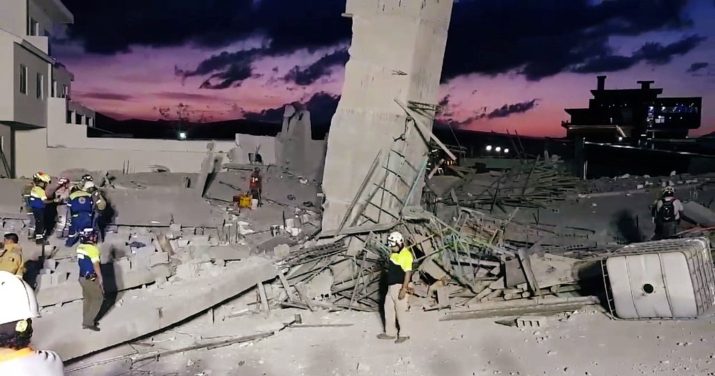 Video: Mexican mall collapses, at least seven dead